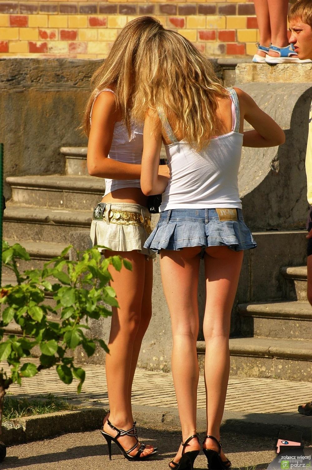 Девочки В Мини Юбках